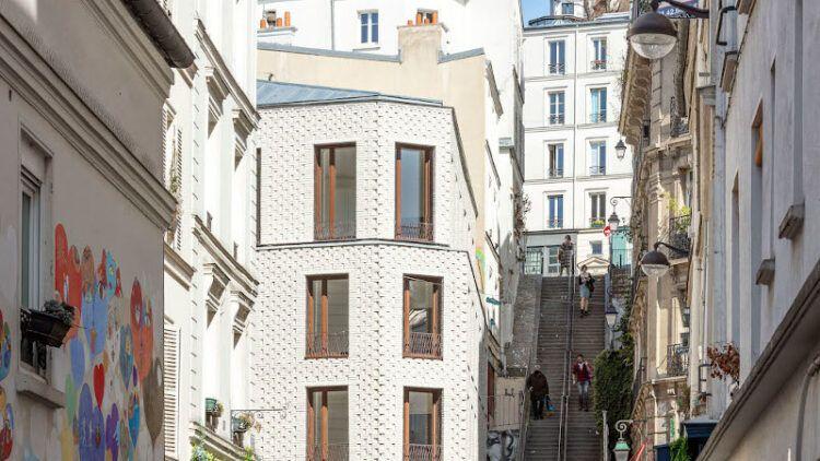 A Montmartre, archétype de l'architecture faubourienne selon MAO